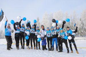Eesti üliõpilaste koondise ühispilt koos järgmise aasta taliuniversiaadi korraldajaga